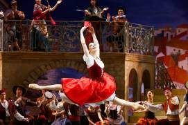 What ballet performances are worth seeing at the Bolshoi Theatre?