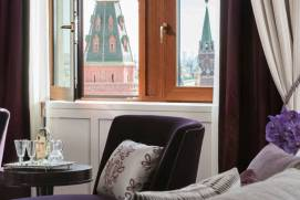 What hotels are near Red Square?