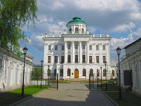 sightseeing walk in Moscow - Pashkov House