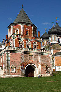Bridge tower and the Cathedral in Izmailovo