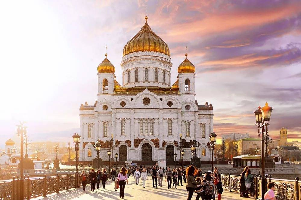 sightseeing walking tour in Moscow – Cathedral of Christ the Saviour